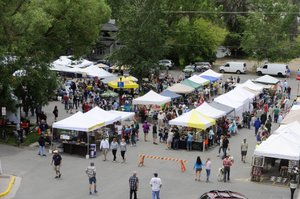People pack the Mainstreet Steamboat Springs Farmers Market this summer.
