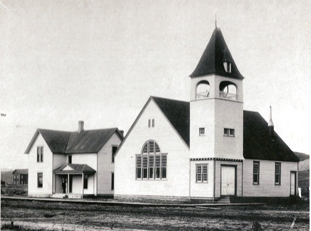 A historical photo of Congregational/Episcopal Church.