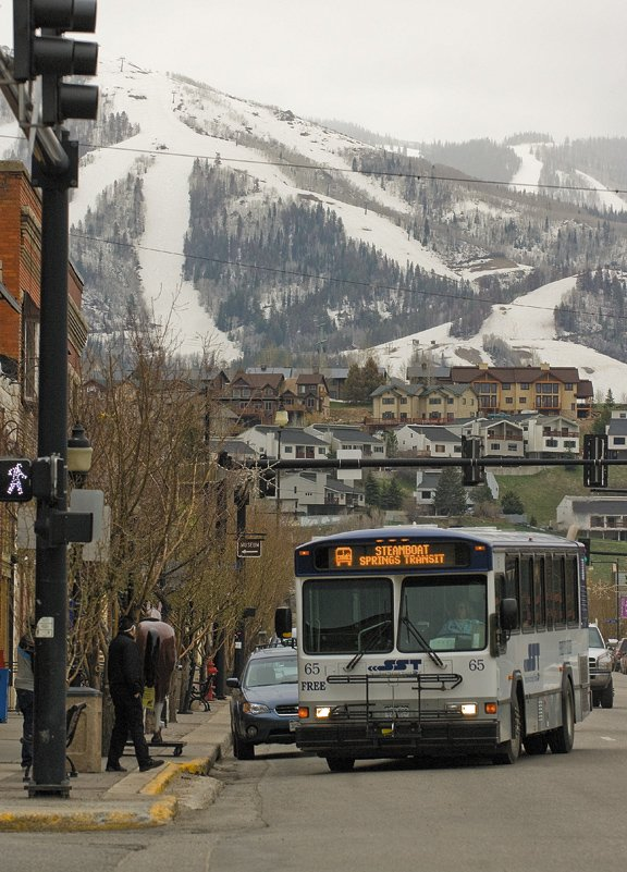 At its meeting tonight, the Steamboat Springs City Council will discuss downtown streetscapes and a planned 2009 repaving of Lincoln Avenue. One recommendation being considered is the addition of bus bays at the far side of intersections with traffic lights, which could make things easier for bus drivers picking up passengers.