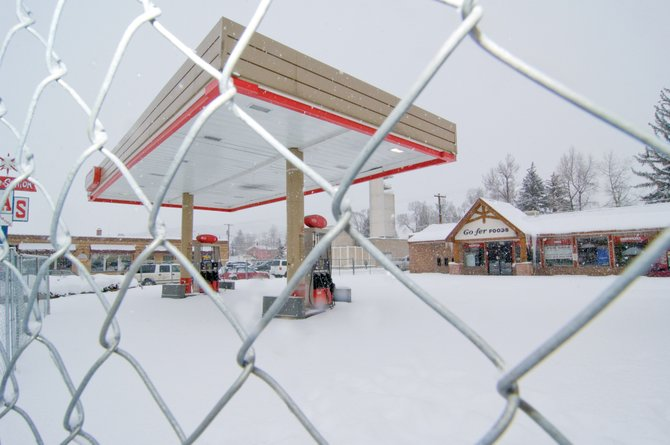 Officials with Grand Junction-based Monument Oil last month signaled their intentions to reopen the Space Station gas station and Go-Fer Foods convenience store in downtown Steamboat Springs. However, a couple of failed deals have left the station at Seventh Street and Lincoln Avenue deserted.