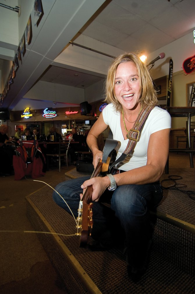 Singer Becky Alter's lively personality lights up the scene at Bear River Bar & Grill during an aprÃs ski performance. Alter's music features original songs and covers of John Denver, Jimmy Buffett and Janis Joplin.