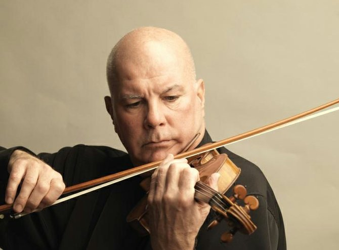 "Grammy-nominated violinist Elmar Oliveira headlined the opening concert for the 2009 Strings Music Festival on Saturday, with a nuanced, virtuosic performance of Mendelssohn's ""Violin Concerto in E minor."""
