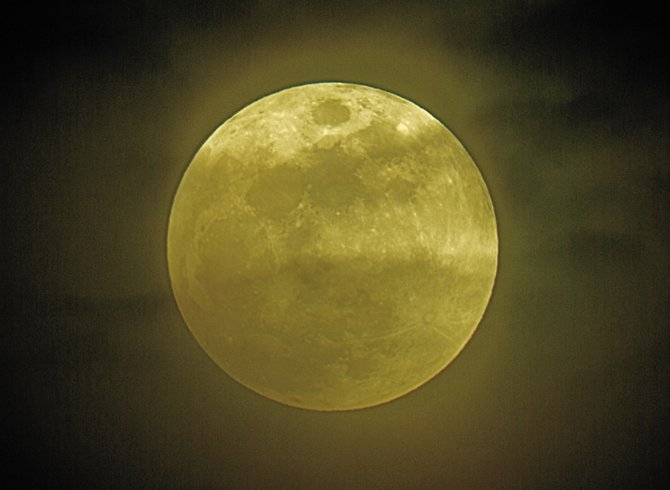 "Will the upcoming harvest moon look as big as a pumpkin or small enough to be eclipsed by your pinky finger? Witness the ""moon illusion"" for yourself this coming weekend."