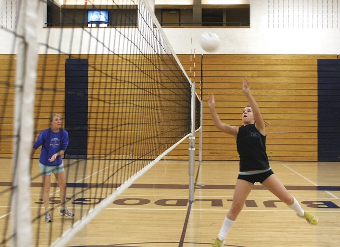 Senior Kelly Edington practices setting the ball with the rest of the Moffat County High School volleyball team Wednesday. The Bulldogs varsity plays Rifle High School at 7 p.m. today for the Homecoming match.