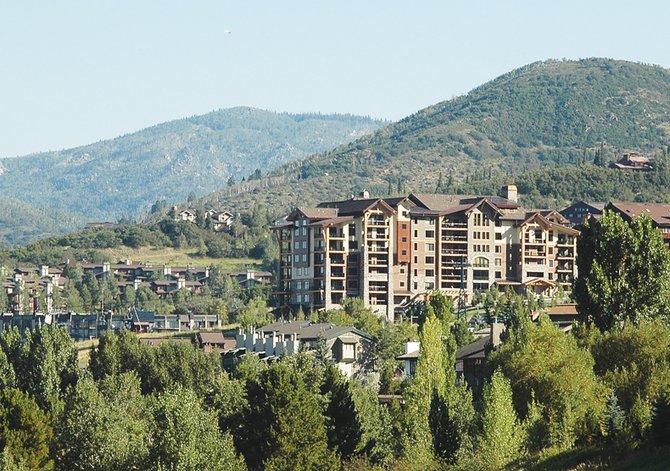 The developers of the luxury condominium project, Edgemont, used aggressive discounting on a limited number of units to create a sense of urgency among prospective buyers and put five vacation homes under contract this summer. Four of five have closed and the fifth would bring the aggregate value to more than $4 million.