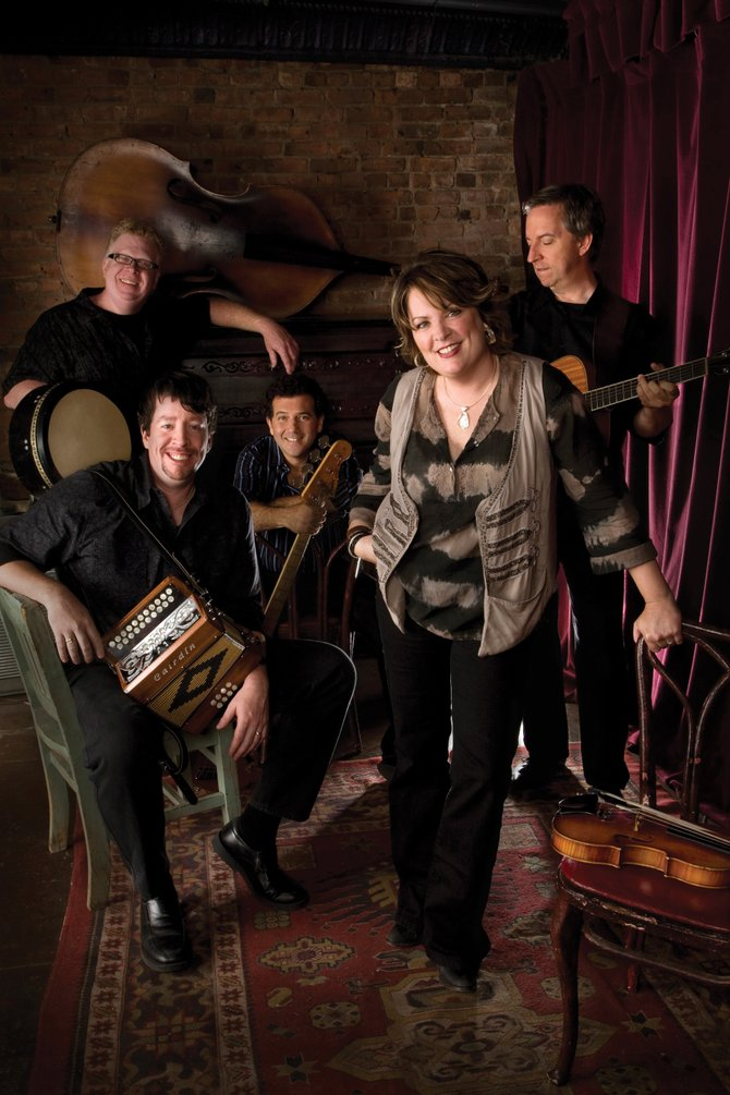 Eileen Ivers and Immigrant Soul play a holiday concert at 7 p.m. today at Strings Music Pavilion.