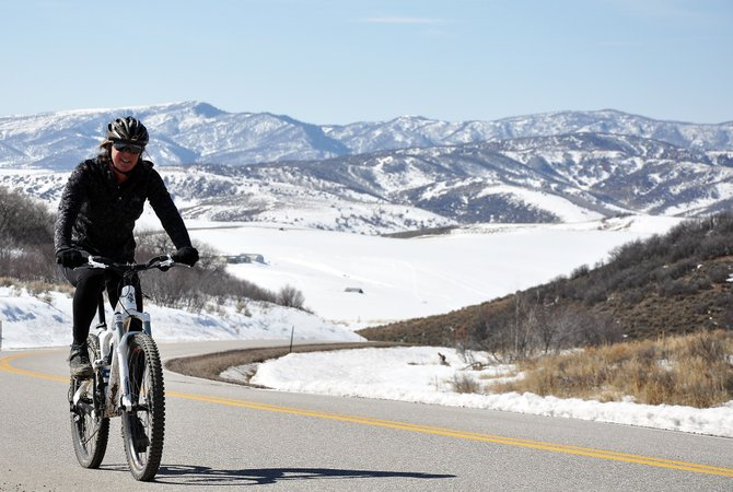 Mary Jenkins climbs a hill on Routt County Road 33 on Sunday afternoon. Forecasters are calling for a week of warm and clear weather in Steamboat Springs.