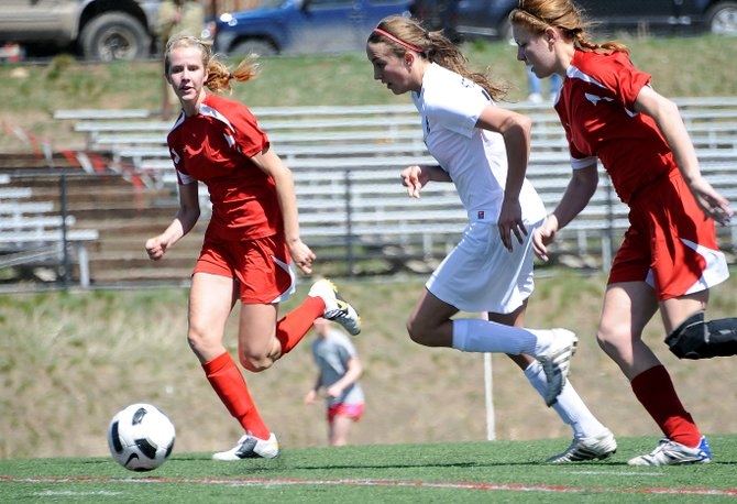 Steamboat Springs Sydney Bauknecht races a pair of Glenwood defenders for the ball Saturday as the teams battled to a 3-3 tie.
