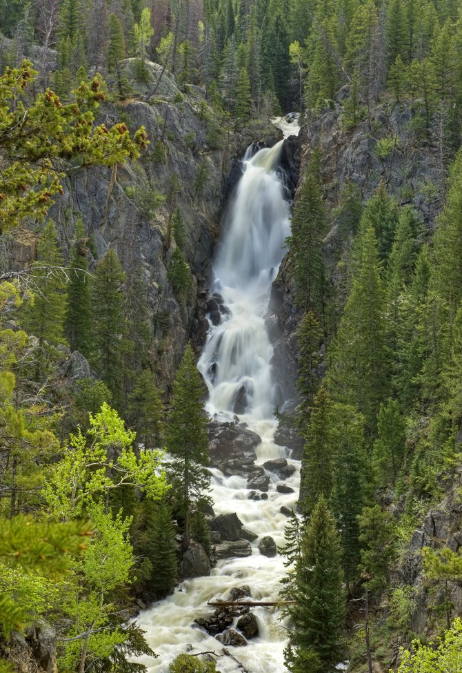 photographing fish creek falls is no easy stroll