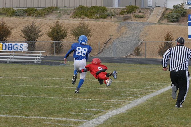 McKinzie Klimper, a seventh-grader at Craig Middle School, outruns a Steamboat Springs defender on his way into the end zone Saturday at the Bulldog Proving Grounds. McKinzie and the Bulldogs beat Steamboat in their final game of the season, 22-6.