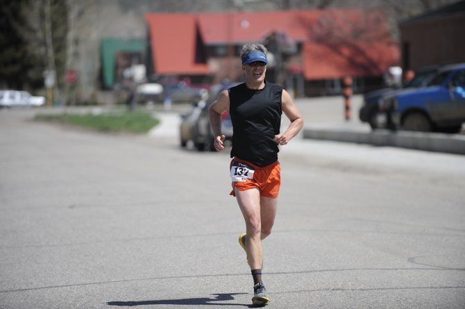 Rob Straebel approaches the finish line at Saturday's Hayden Cog Run. He finished in 1.17.28.