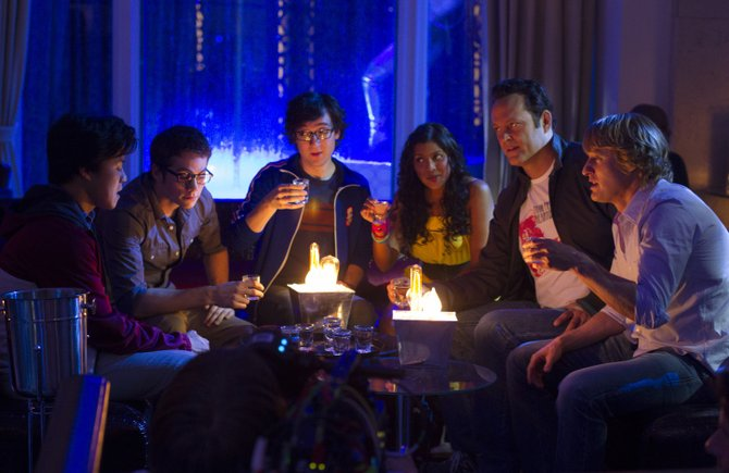 Google interns Yo-Yo (Tobit Raphael), Stuart (Dylan O'Brien), Lyle (Josh Brener), Neha (Tiya Sircar), Billy (Vince Vaughn) and Nick (Owen Wilson) bond at a gentlemen's club.