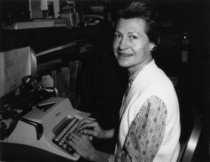 Betty Maze using a typewriter in December 1972.