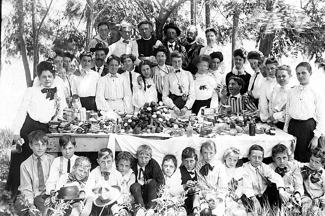 A Crawford Clan feast, circa 1910.