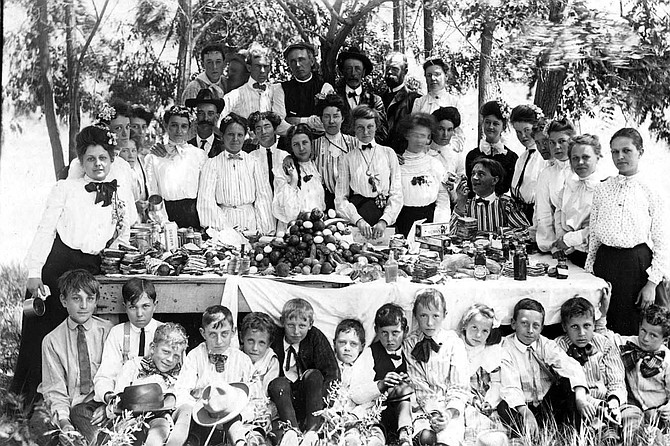 This photos depicts a Crawford family picnic.